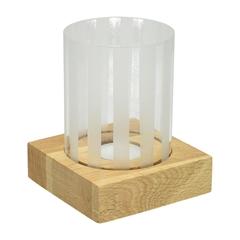 Steklen svečnik na lesenem podstavku